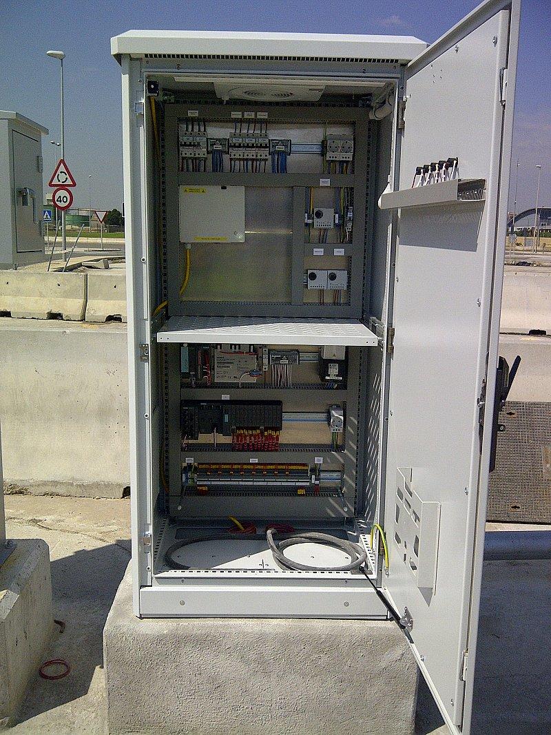 Cuadro eléctrico para alumbrado público con sistema de ventilación forzada automática